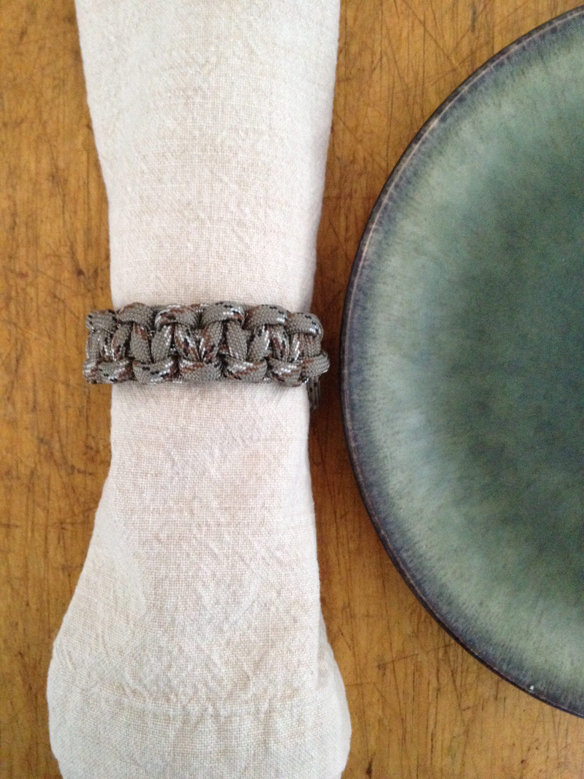 How To Make A Napkin Ring With Paracord